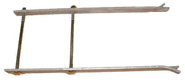 Pattes de scellement pour poteau de 14cm