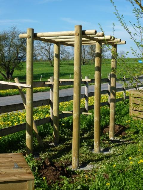 Pergola 2m50x1m50 rondins 12cm menuiserie bertin for Pergola en rondin de bois