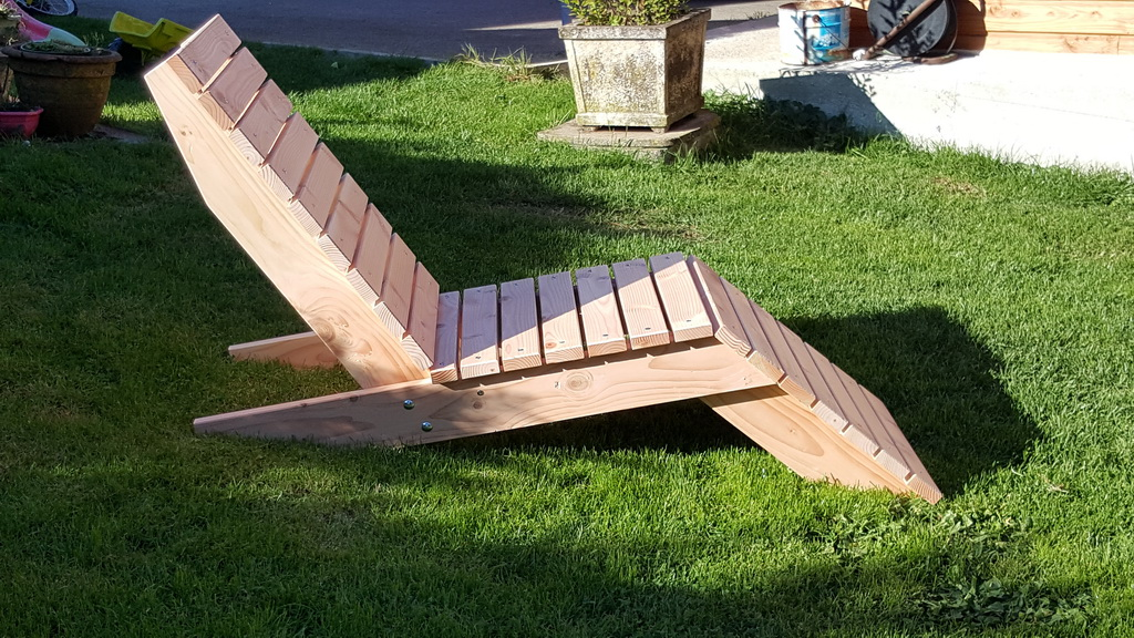 Awesome table de jardin en bois douglas gallery amazing for Chaise longue bois jardin