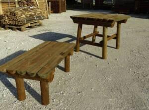 Table en demi rondins