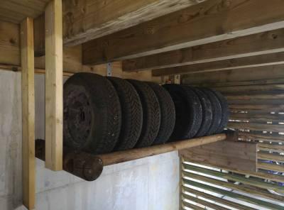 porte pneu en rondin